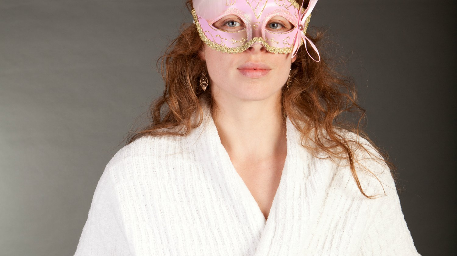 woman wearing pink carnival mask and white bathrobe | Last-Minute Bathrobe Halloween Costumes For An Effortless Evening | halloween costumes | funny last-minute costume ideas | Featured